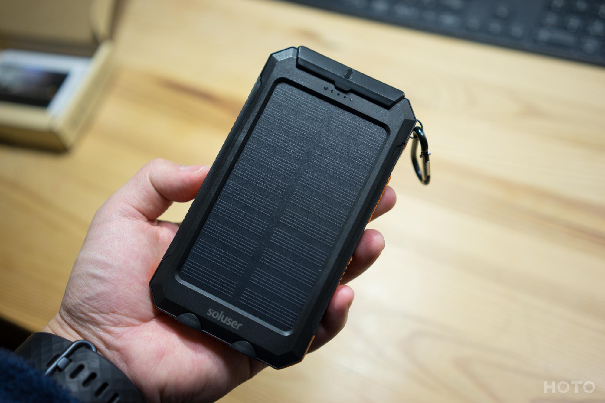 アウトドアの必須アイテム!太陽光充電ができる!soluserのソーラーモバイルバッテリー